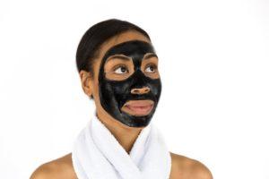Jak zrobić peeling do twarzy?