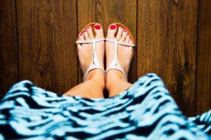 Sandały z zabudowaną piętą